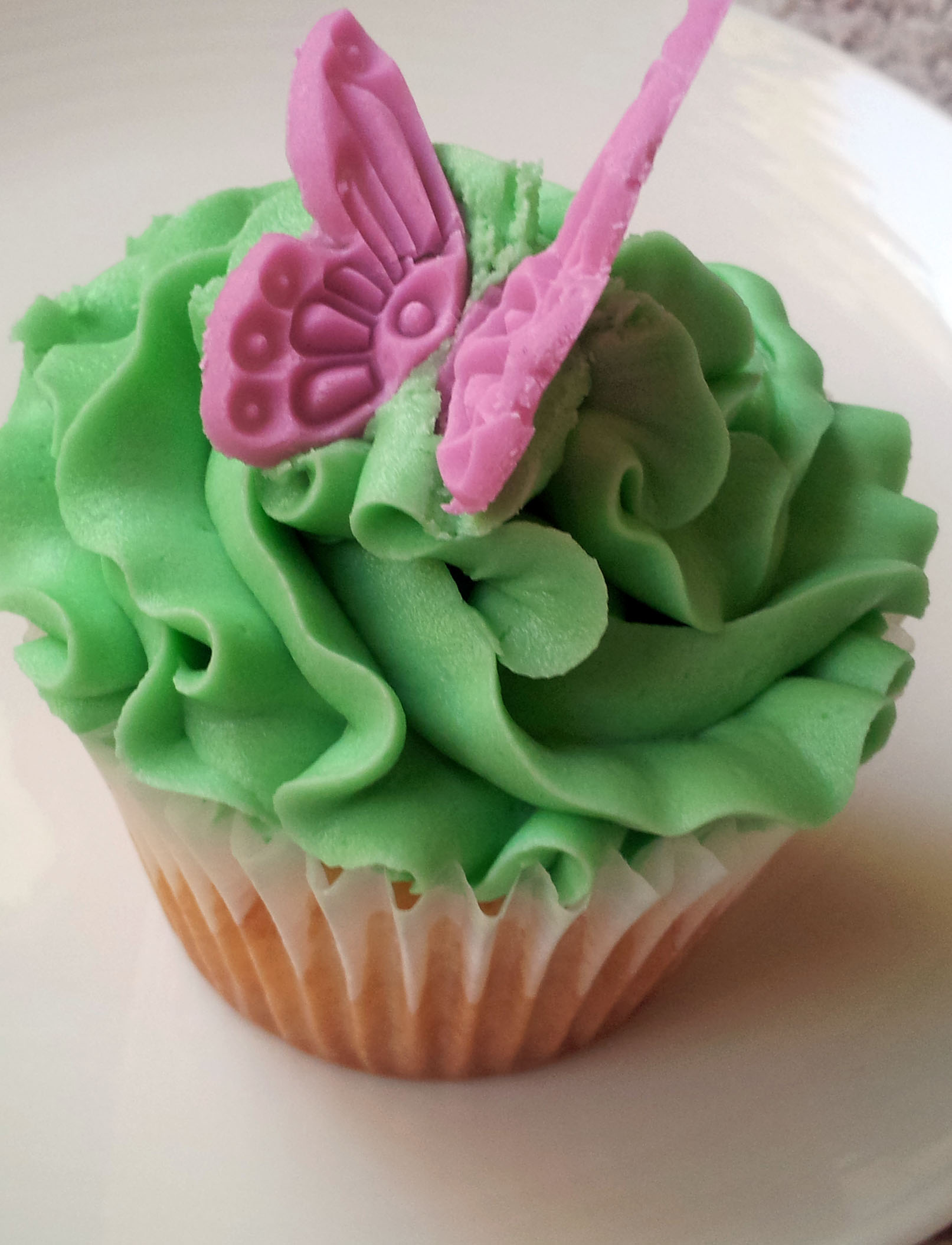 Butterfly Cupcake Images : Butterfly Cupcake Delish